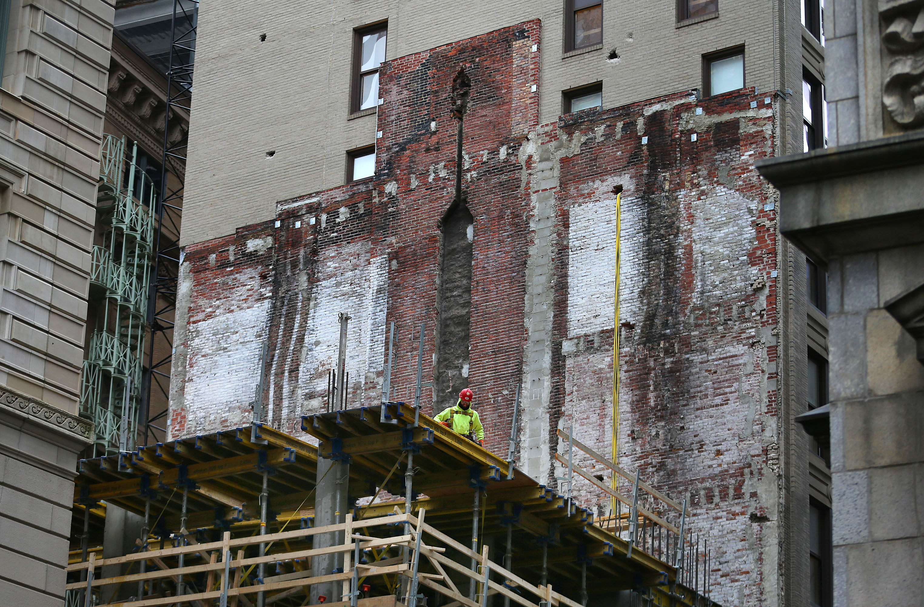 A ghost building emerges in the Financial District - The