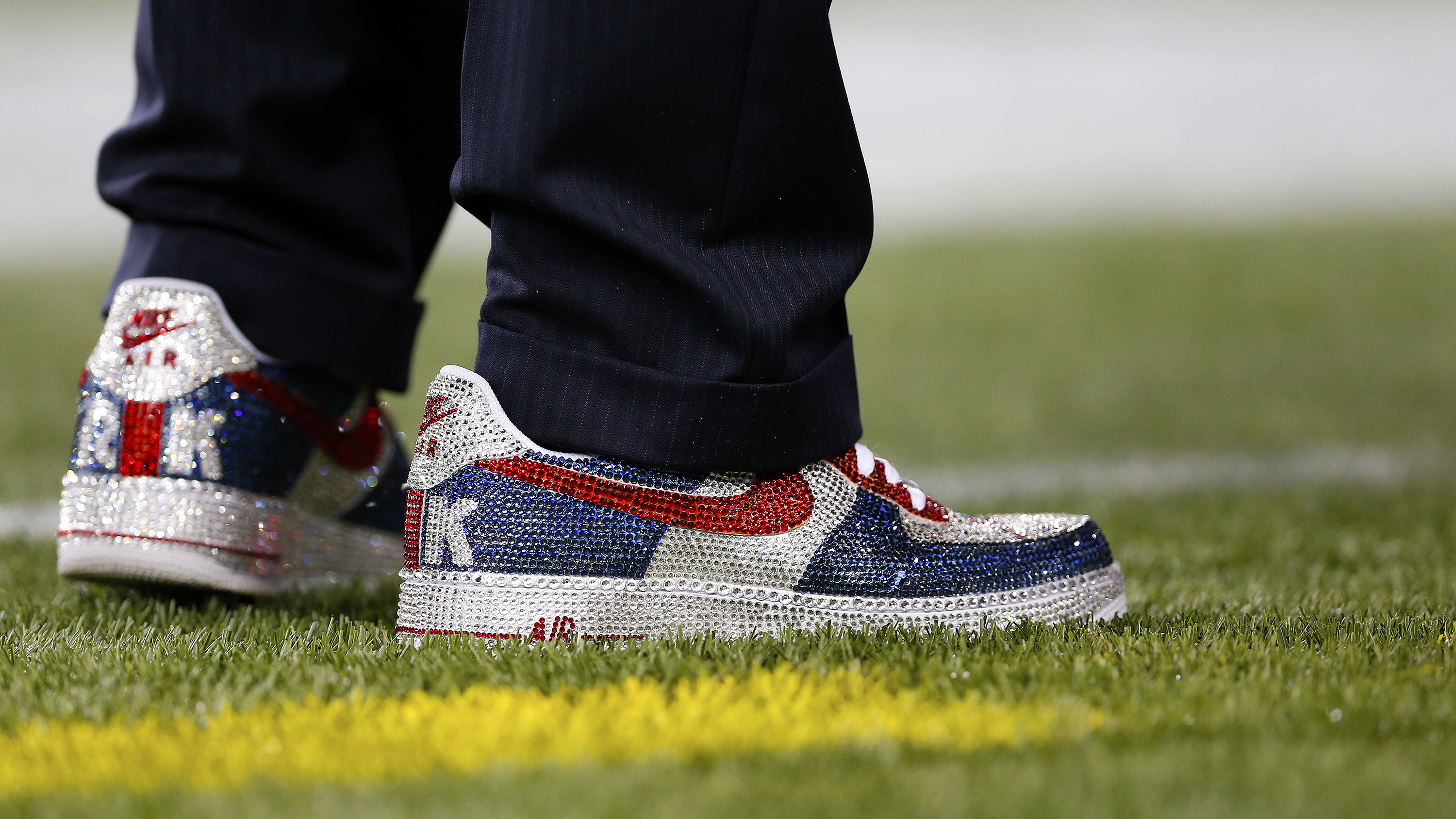 Something new afoot in Pats owner's box