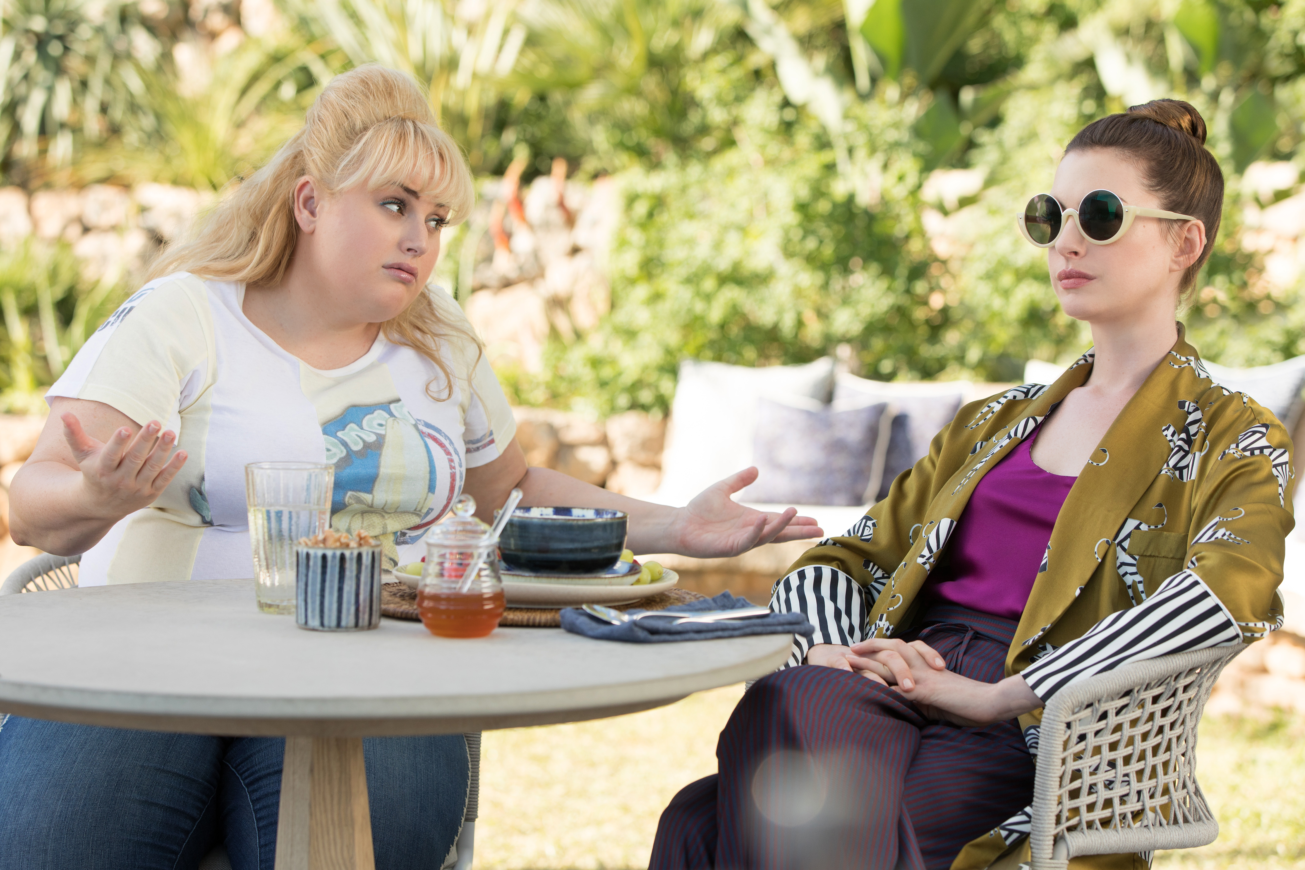 Anne Hathaway And Rebel Wilson Play It For Laughs And Larceny In The Hustle The Boston Globe