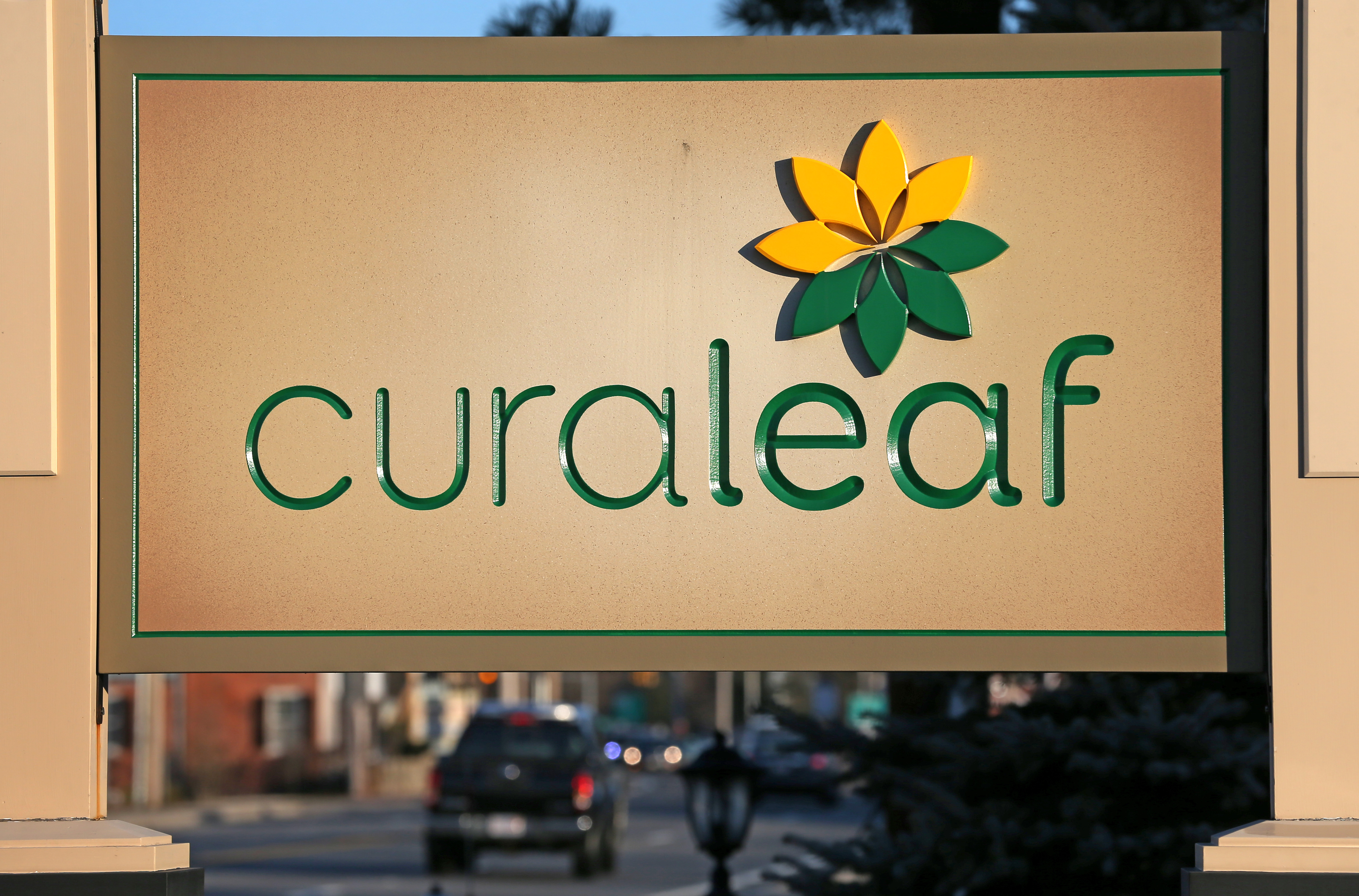 Curaleaf bets nearly $1 billion on weed oil in US pot deal