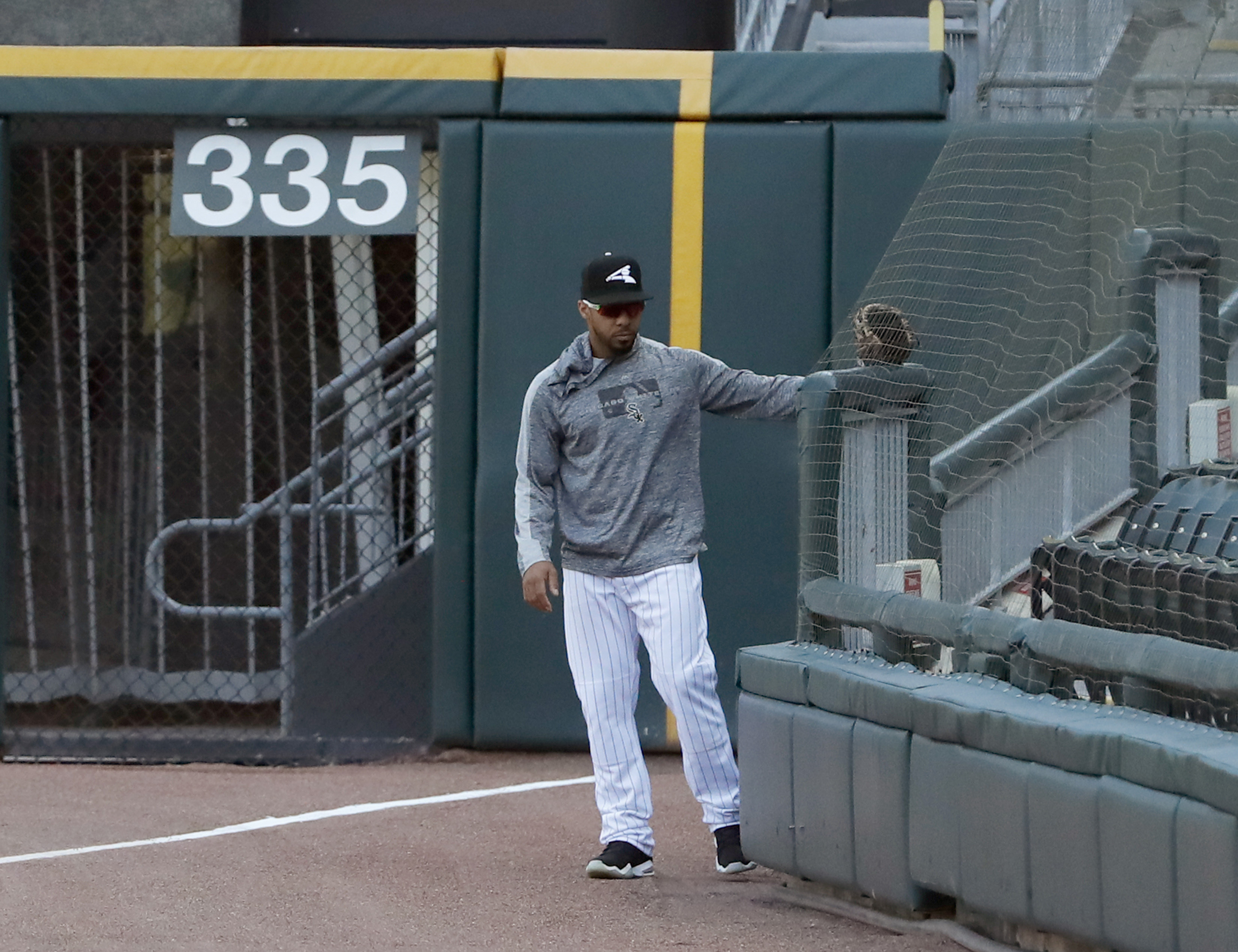 White Sox first team to use foul pole-to-pole netting