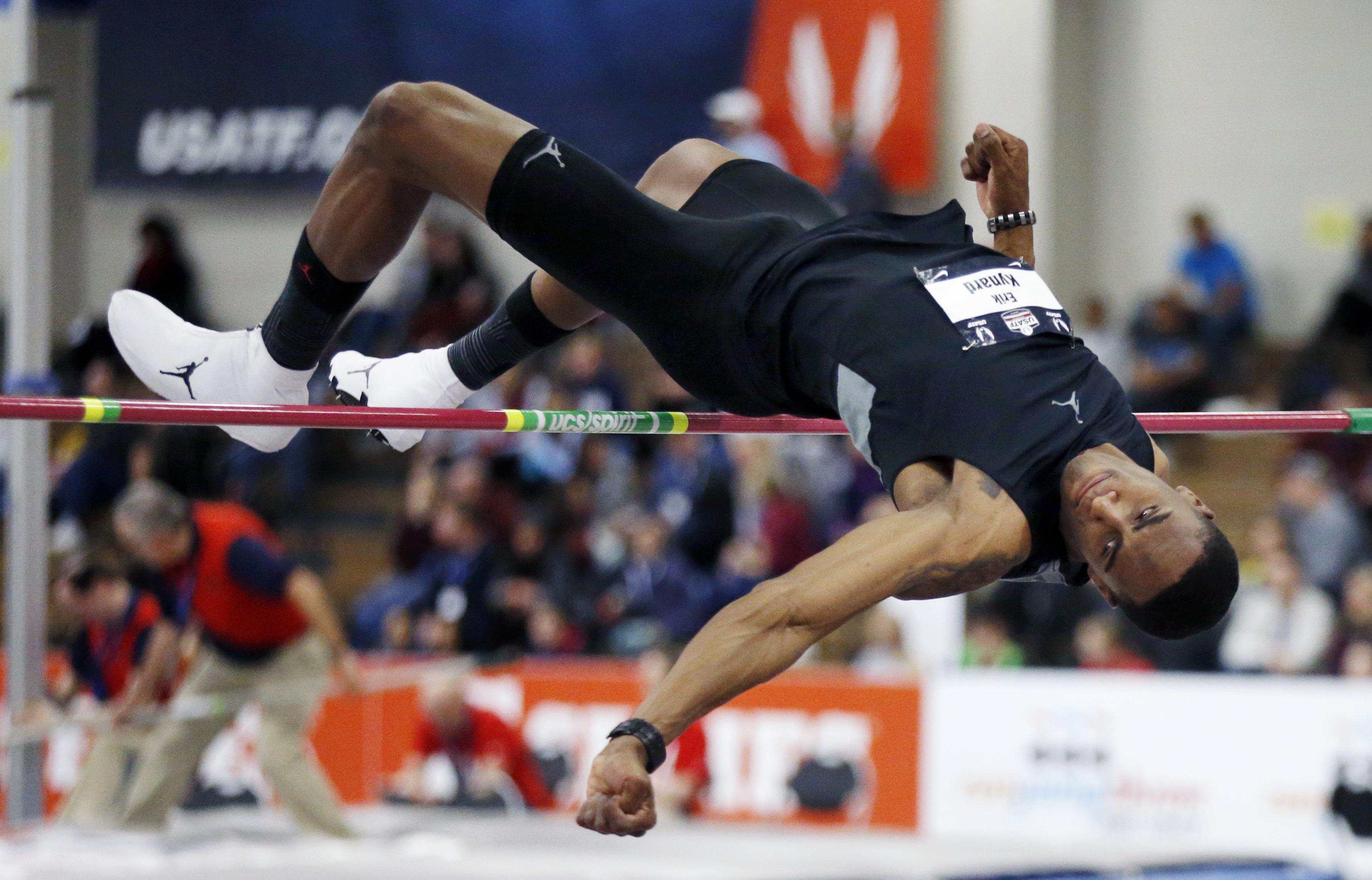 Erik Kynard Soars To High Jump Title At Us Indoors The Boston Globe