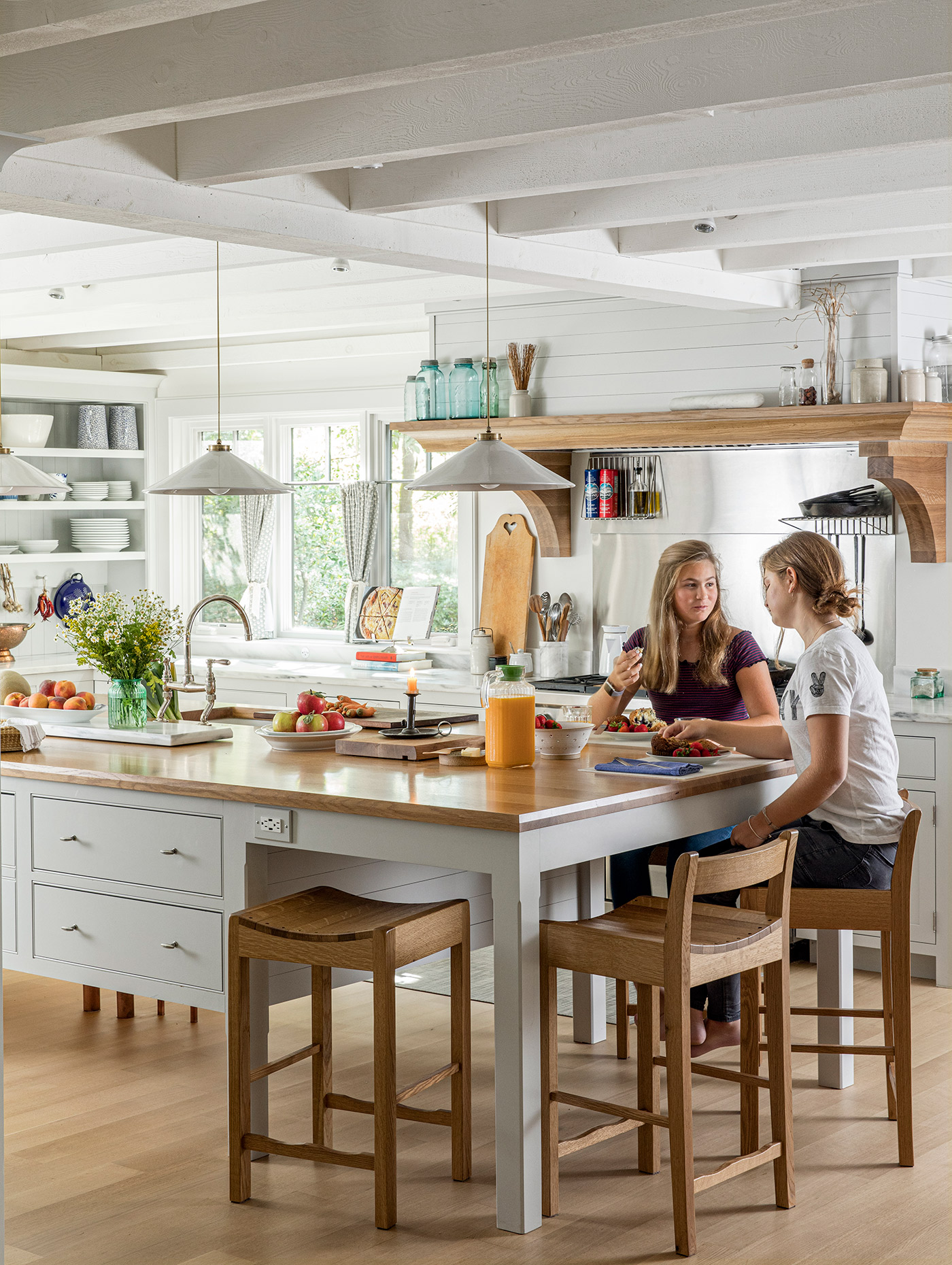 Designing A Kitchen Where It S Easy For Family To Come