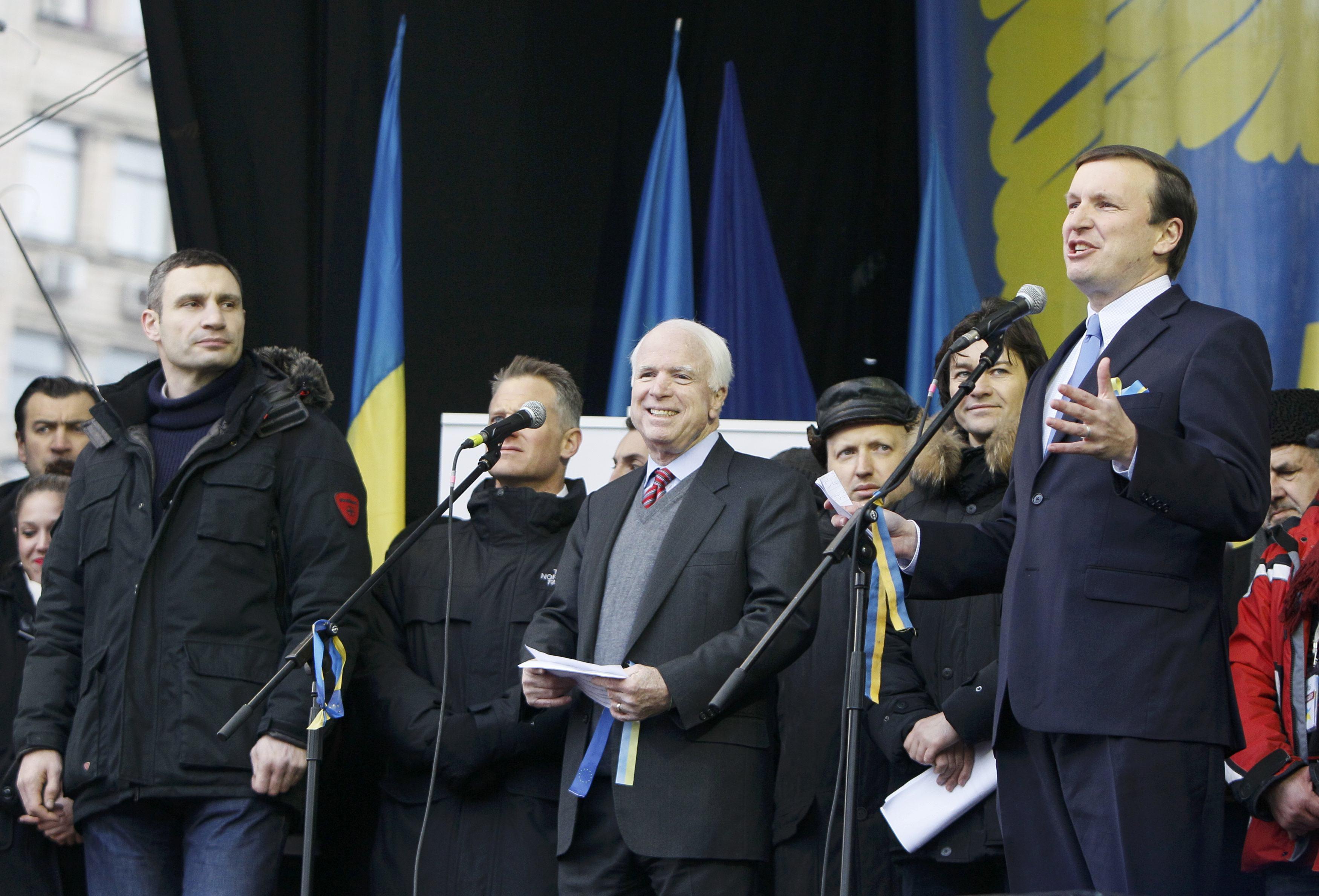Mccain Murphy Address Demonstrators In Kiev The Boston Globe