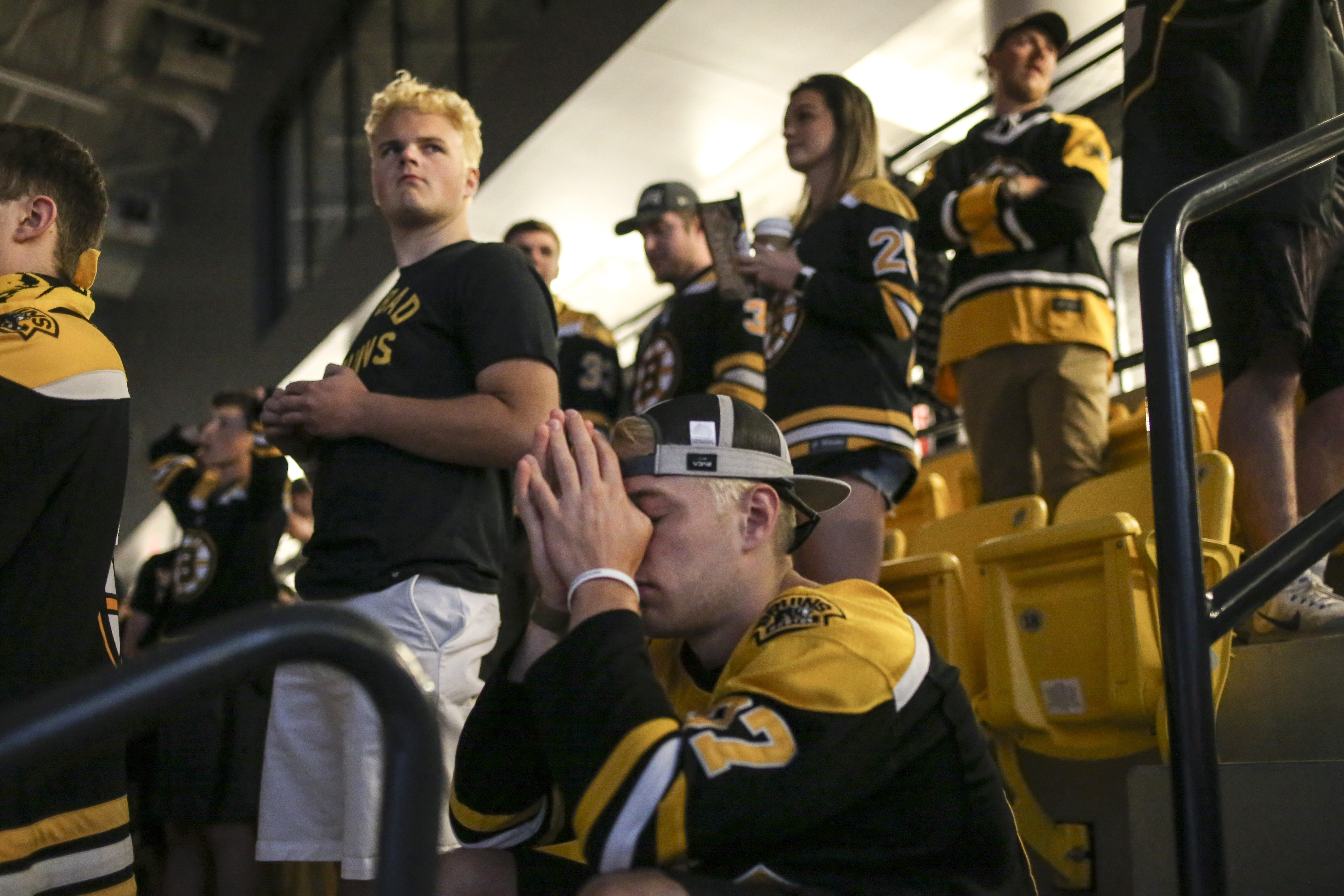 brand new 8bb4f 7cf9d Bruins fans, Cup-crazed before final game, stream out of ...