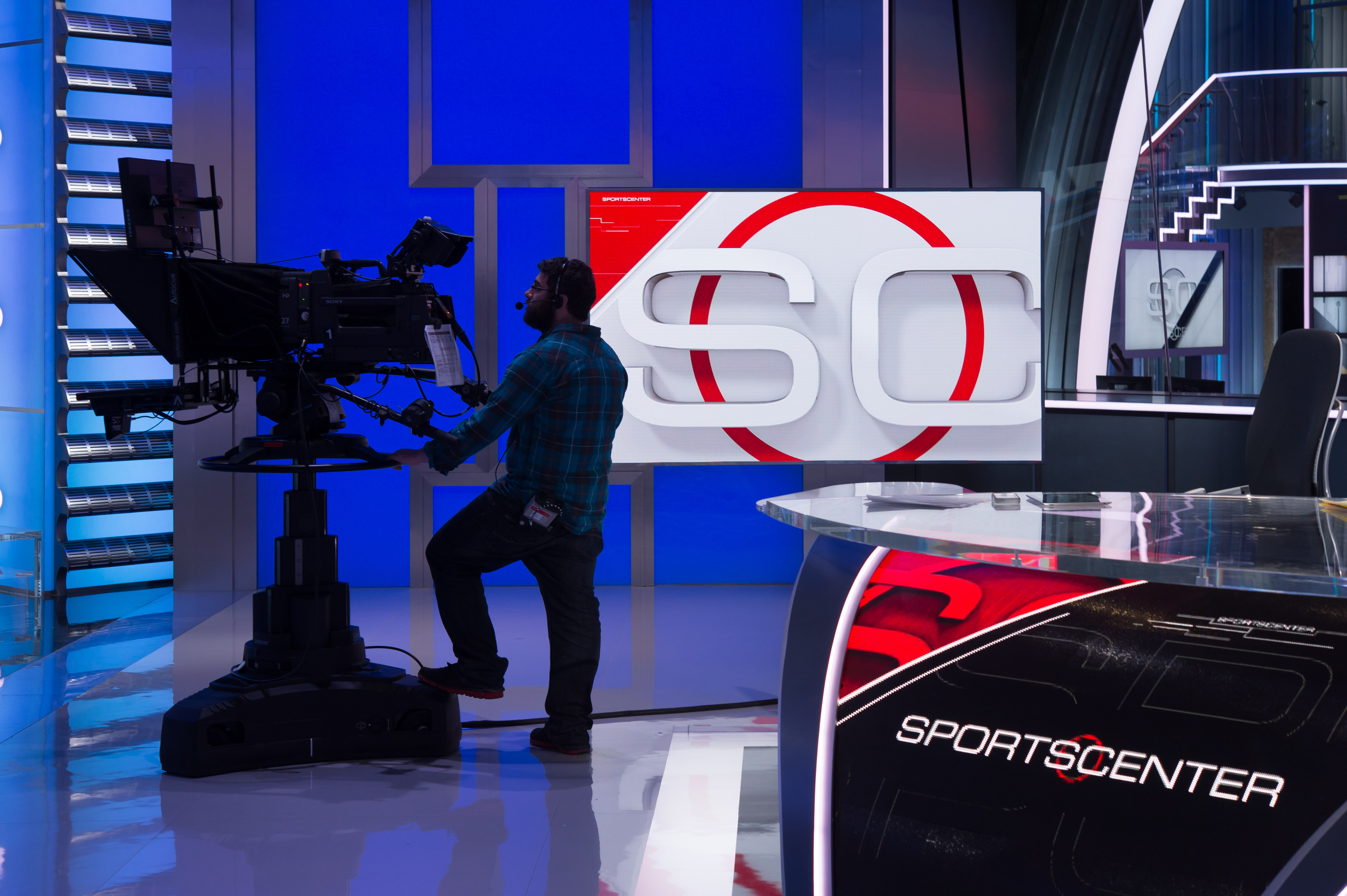 Espn Asks 100 Highest Paid Personalities To Take Temporary Pay Cuts The Boston Globe