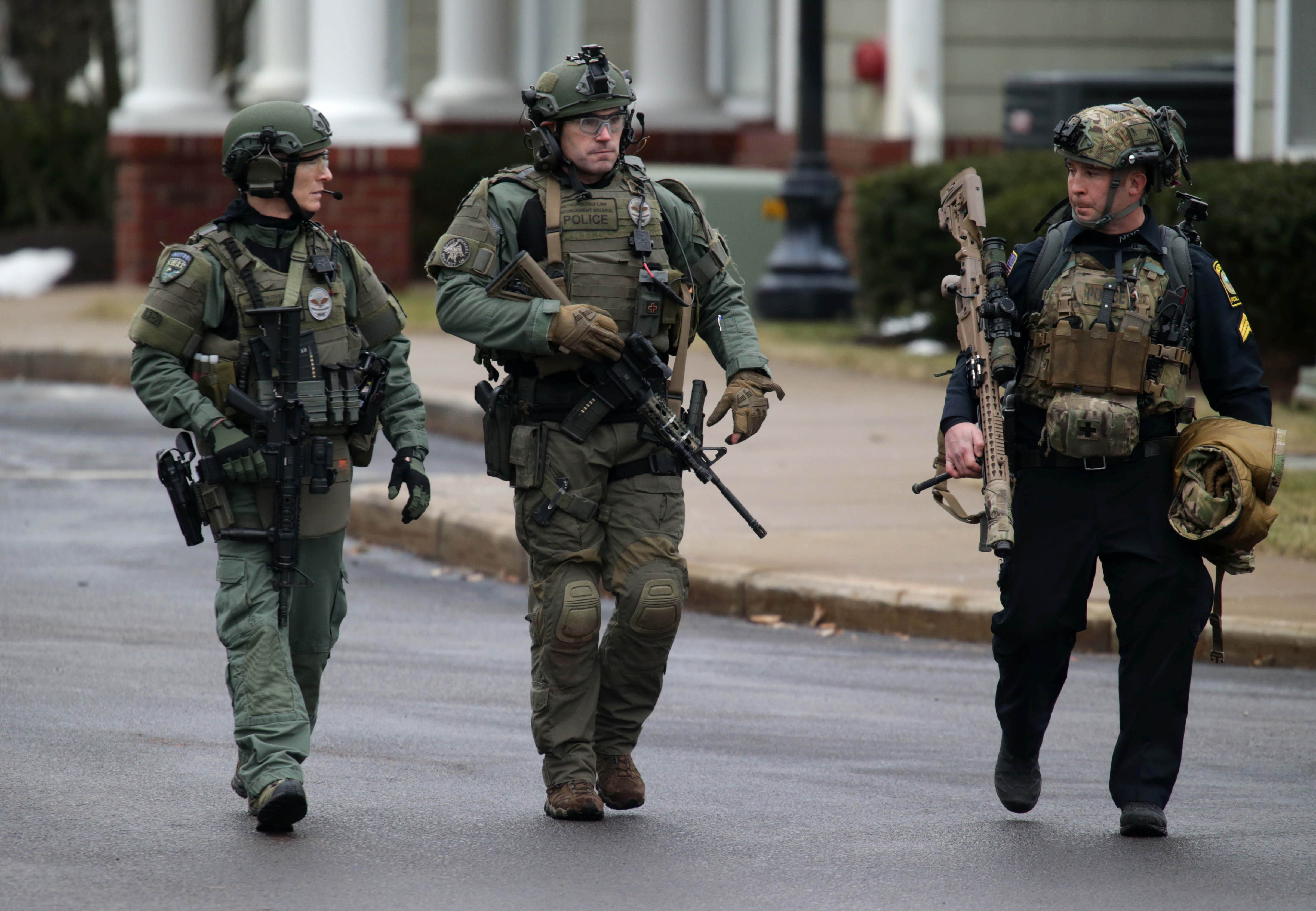 Hingham Police Take Armed Man Barricaded In Home Into Custody The Boston Globe