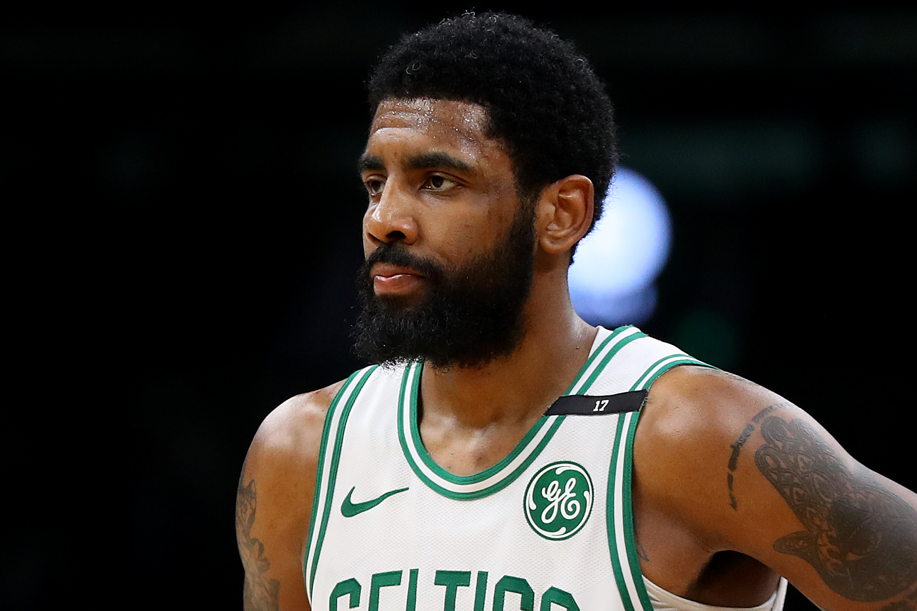 Kyrie Irving drops agent, plans to sign with Roc Nation