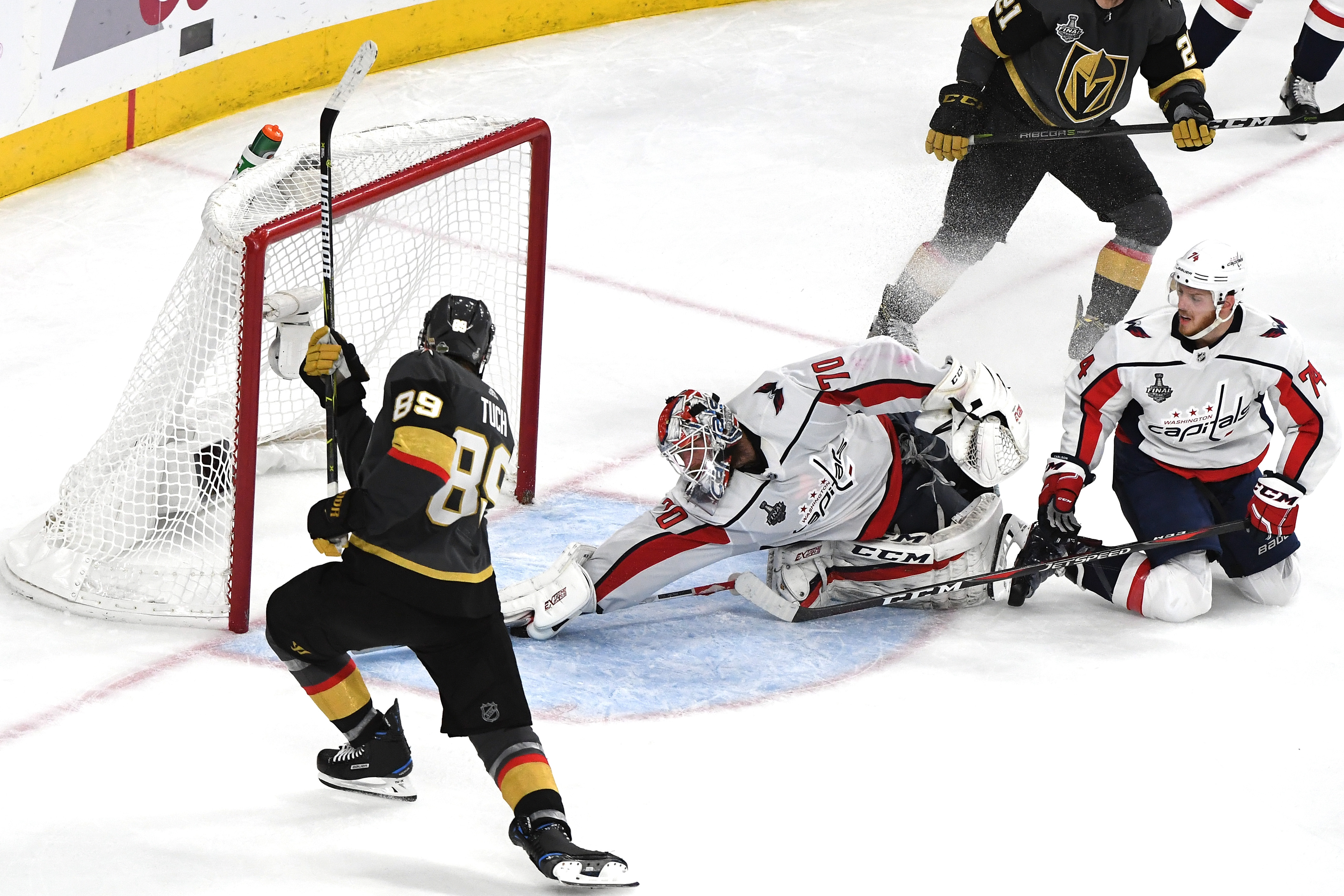 An Amazing Save By Braden Holtby Helps Capitals Tie Stanley Cup Final Series The Boston Globe