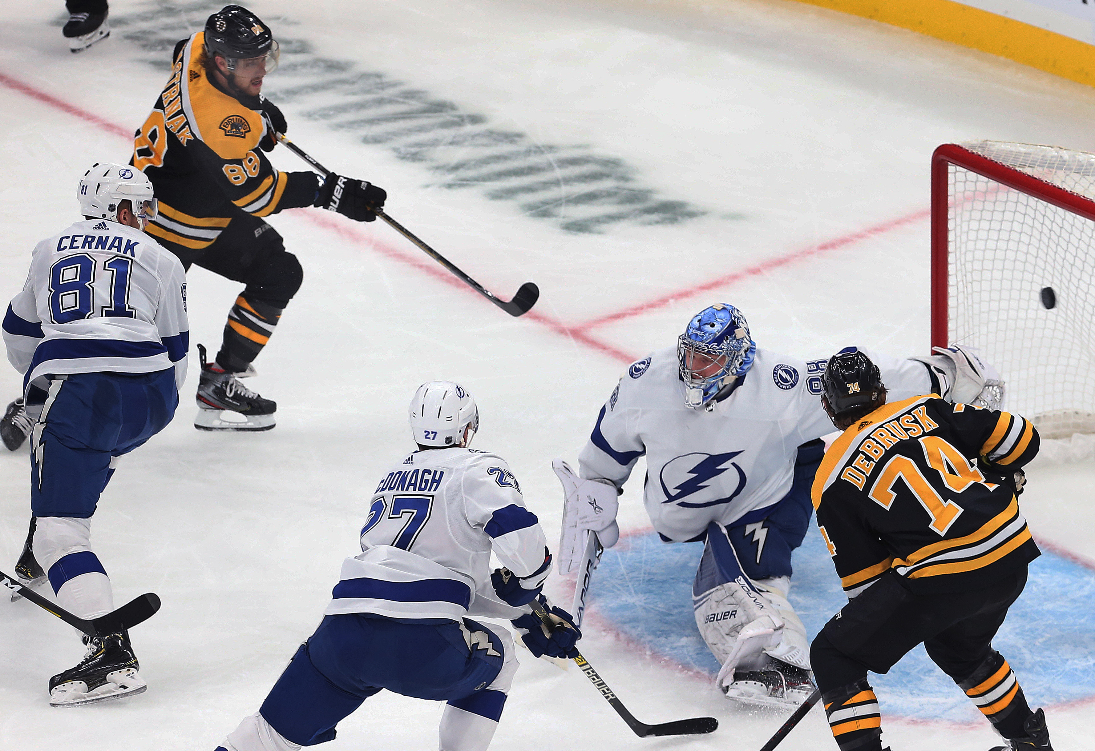 Bruins lose to rival Lightning in shootout