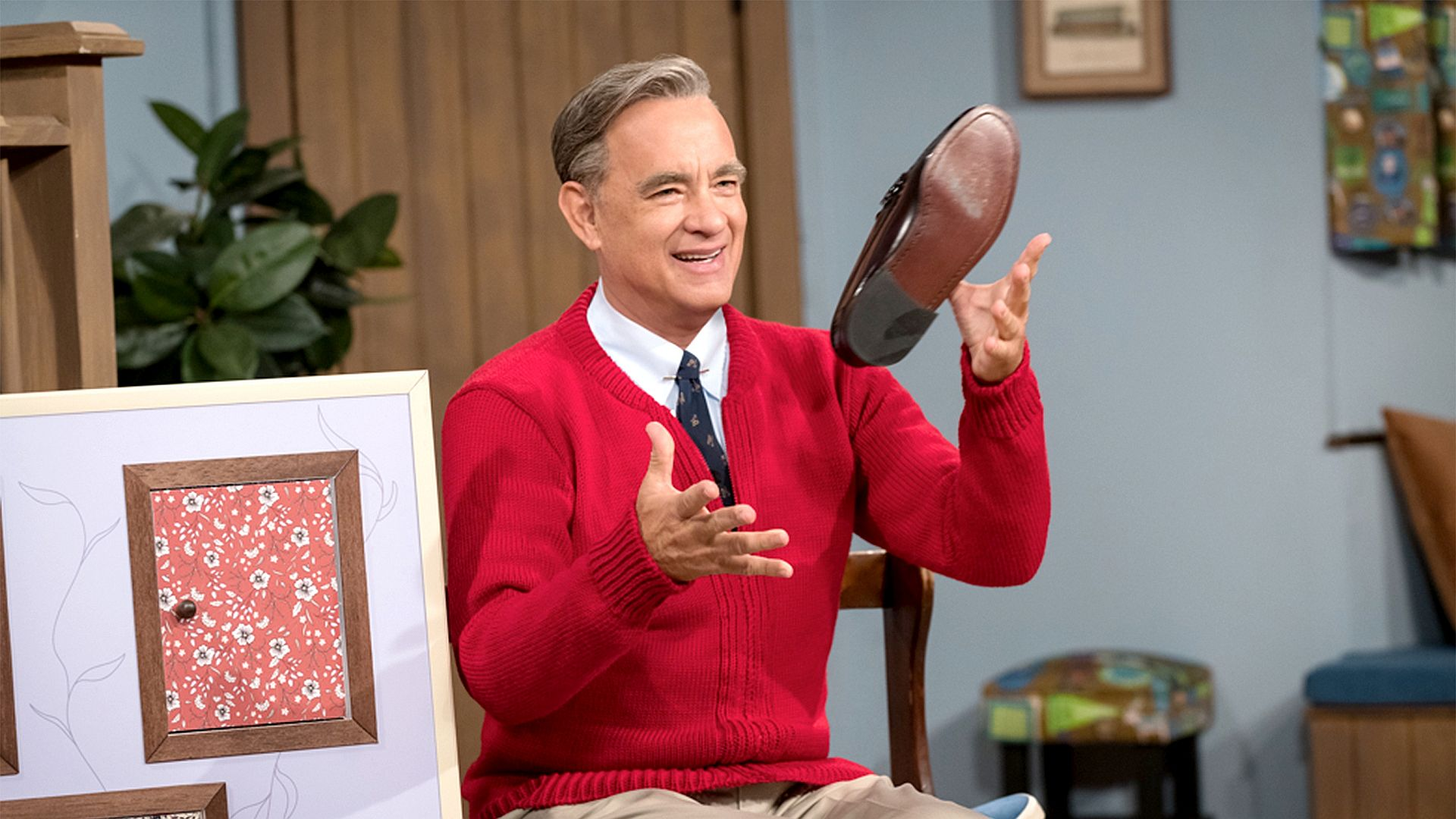 Tom Hanks Really Does Look Like Mr Rogers The New Movie Trailer Is Proof The Boston Globe