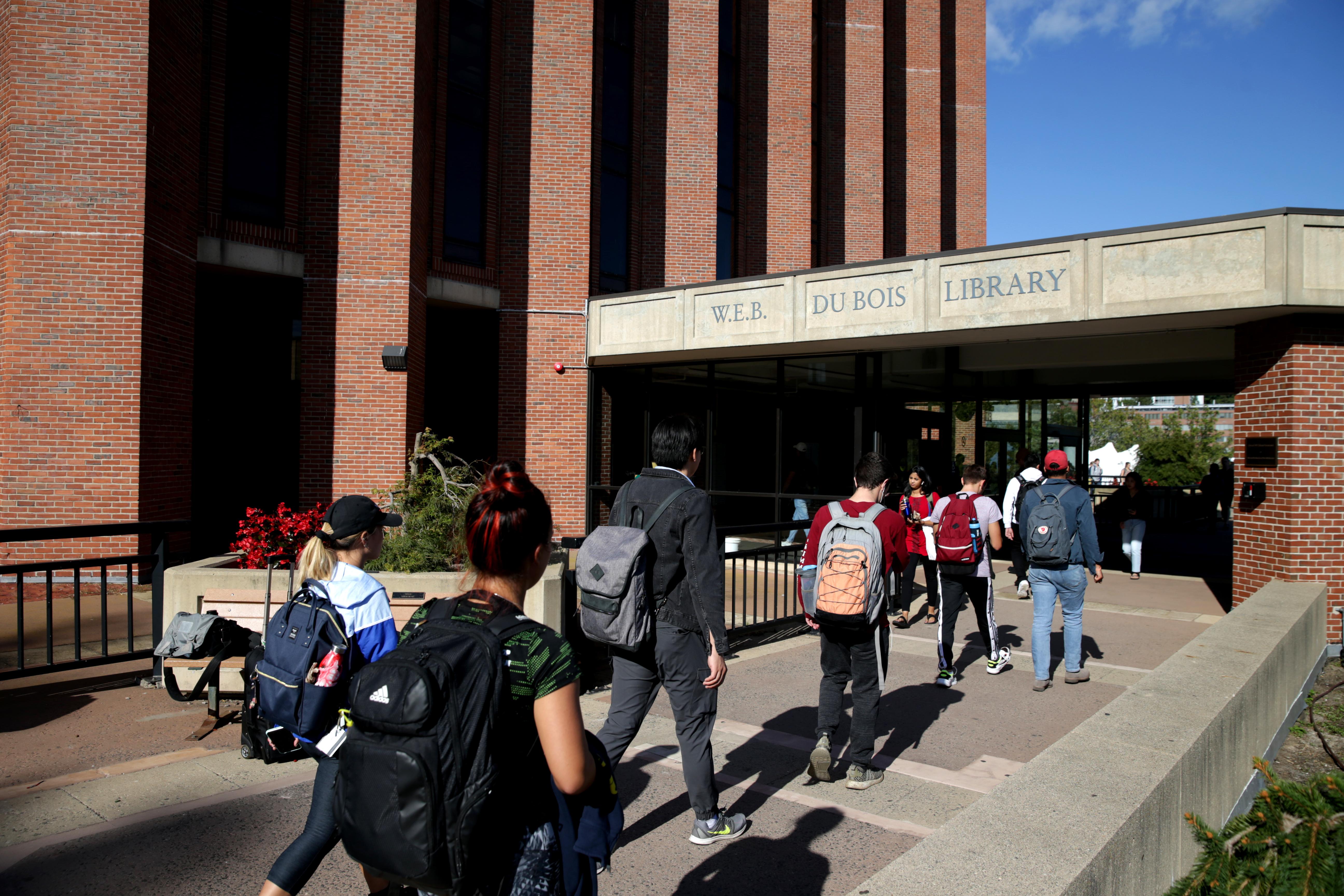 Northeastern Bu Umass To Shift To Online Classes In Response To Coronavirus The Boston Globe