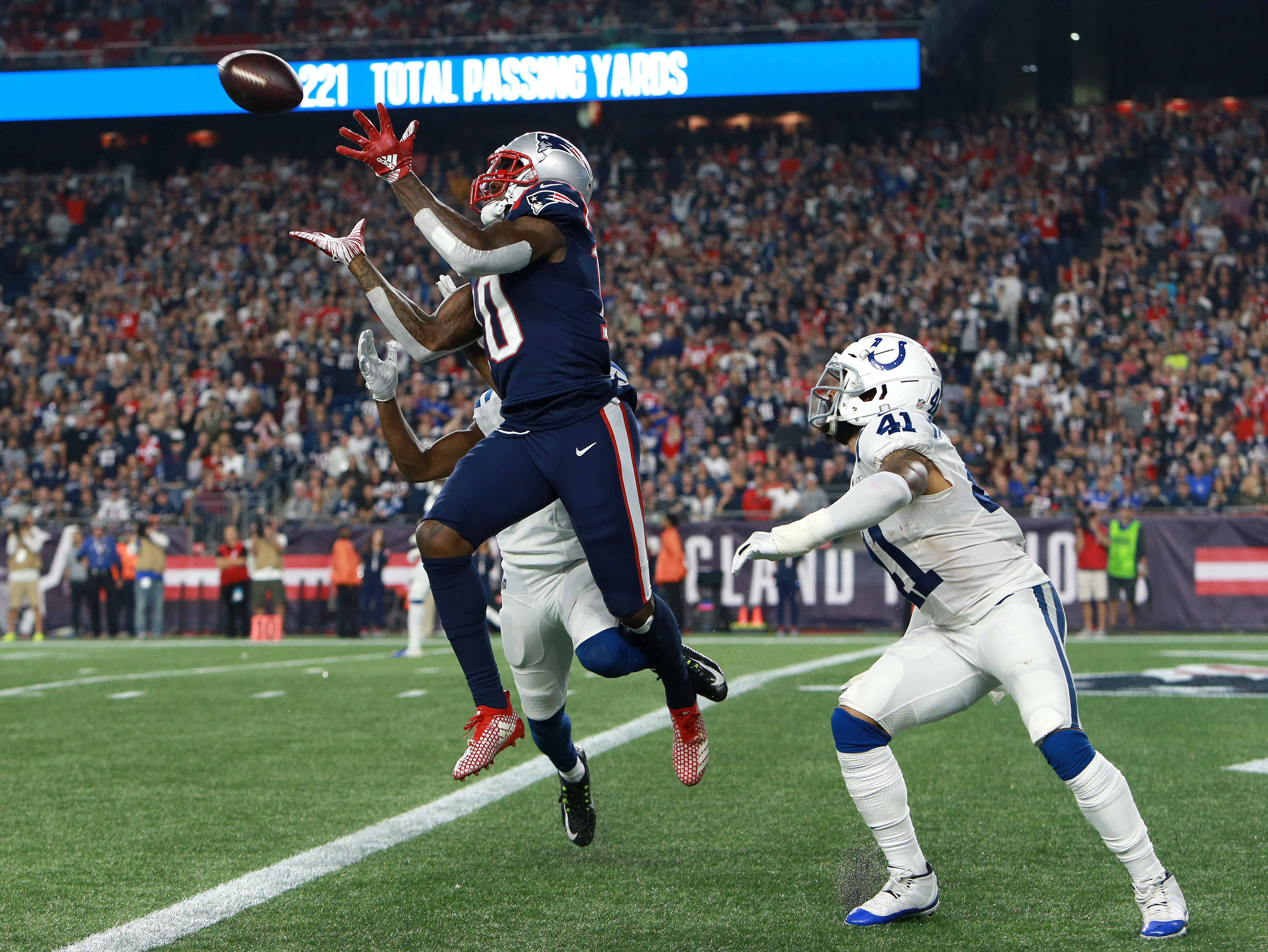 quality design fabf8 8f3a0 Everything comes together as Patriots rout Colts, and Tom ...