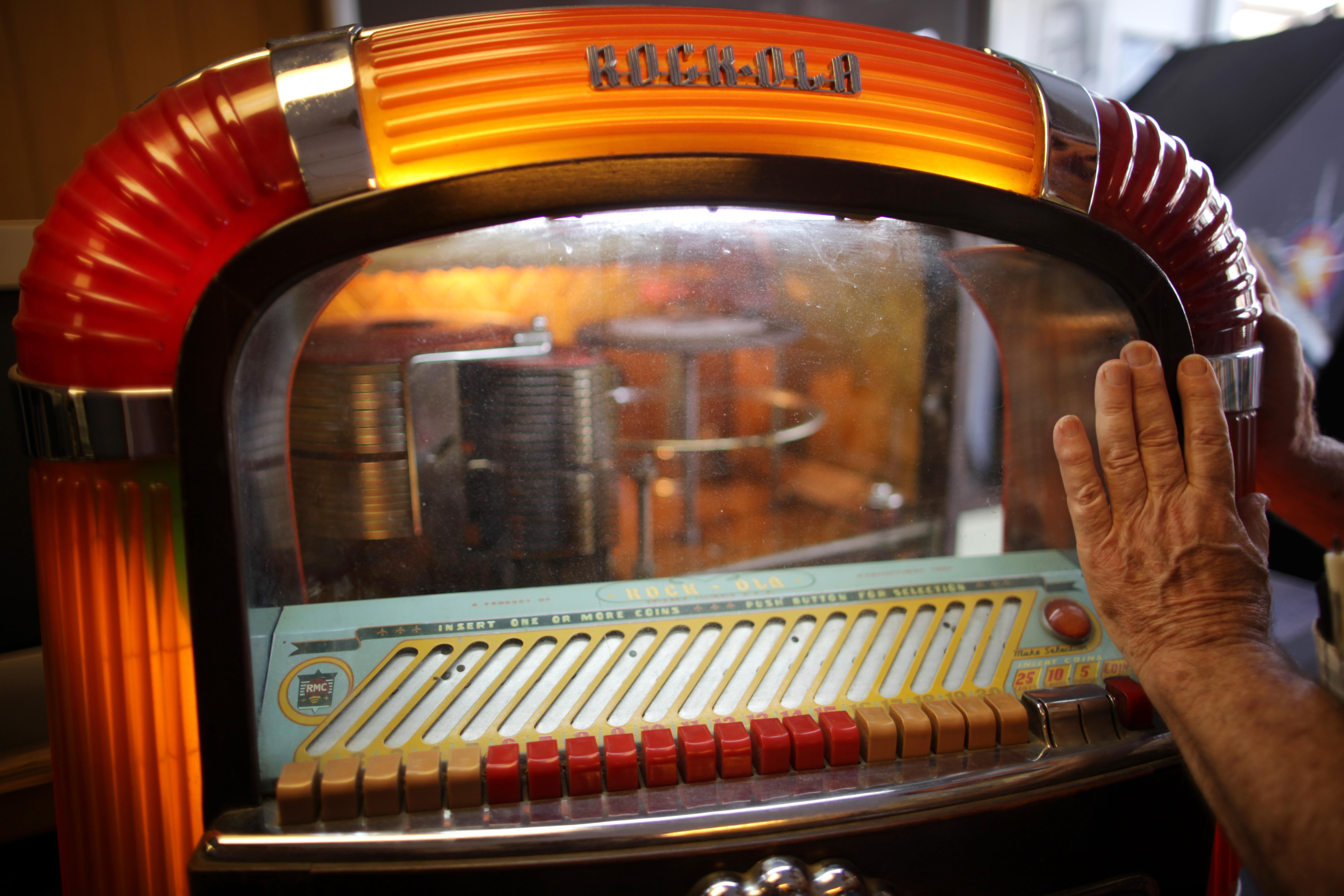 Jukebox shop holds happy memories - The Boston Globe