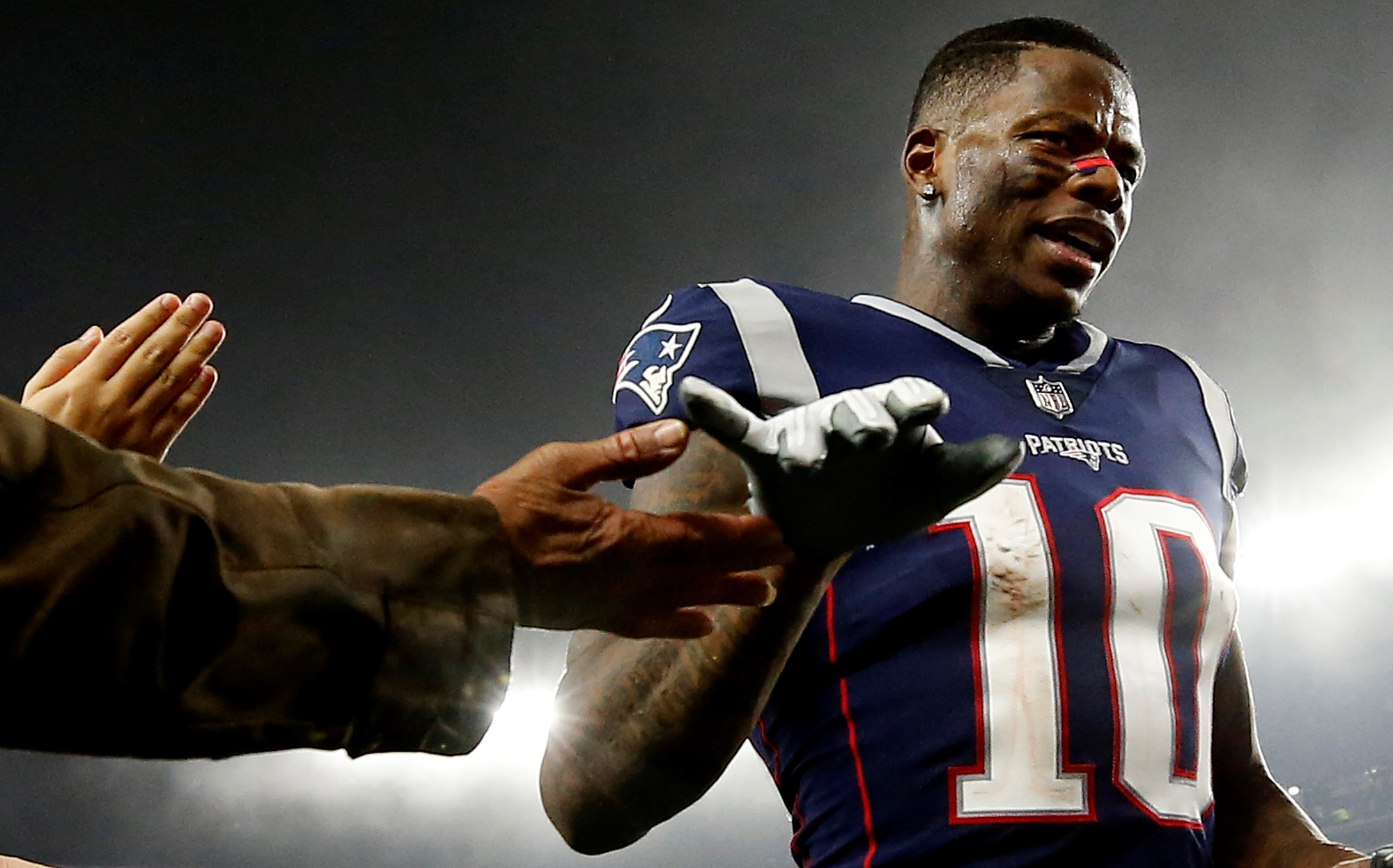 Josh Gordon signs tender to play for Patriots in 2019 - The