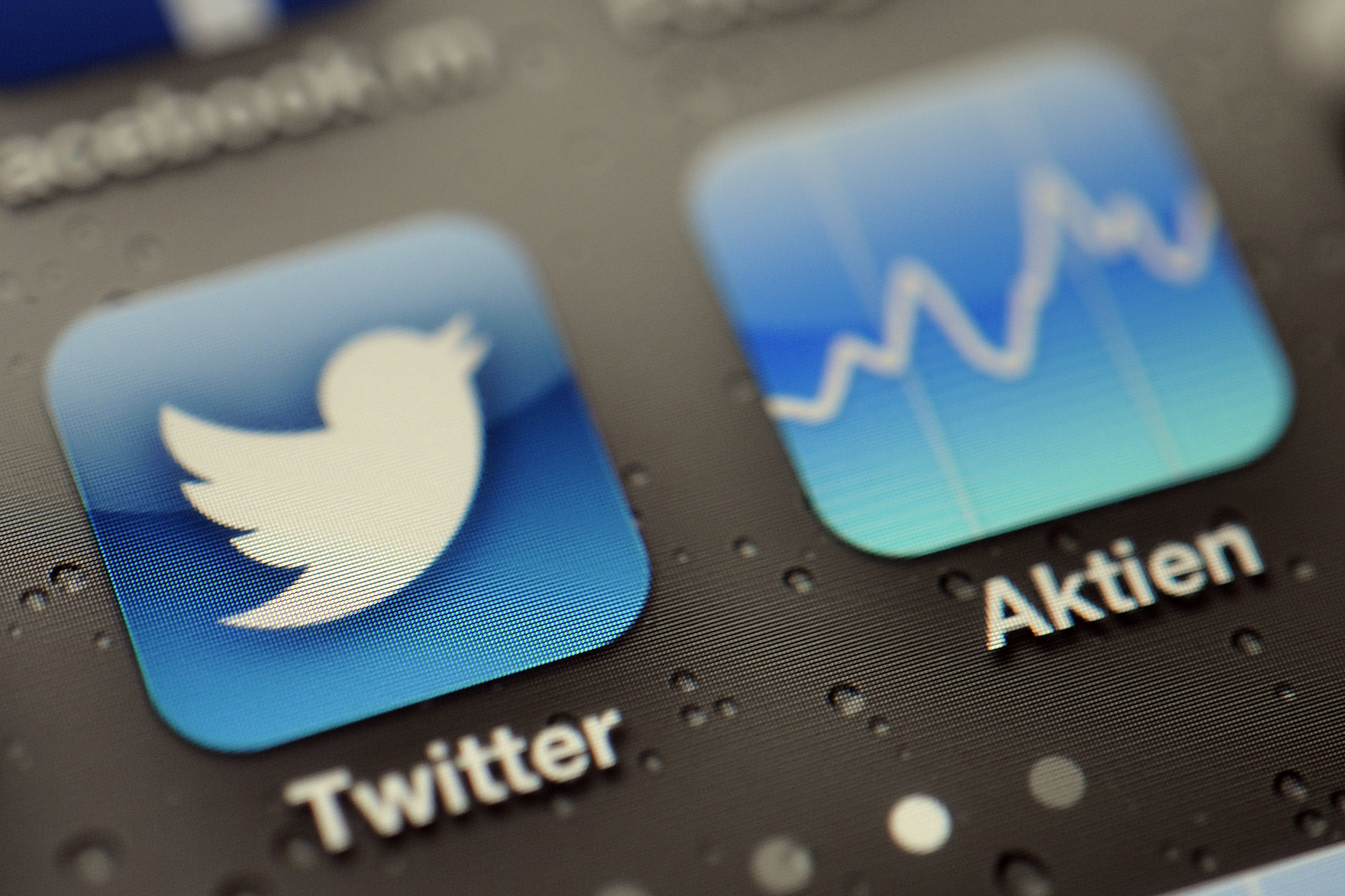 Twitter hacks, Tanner triggers, tragic losses, and more