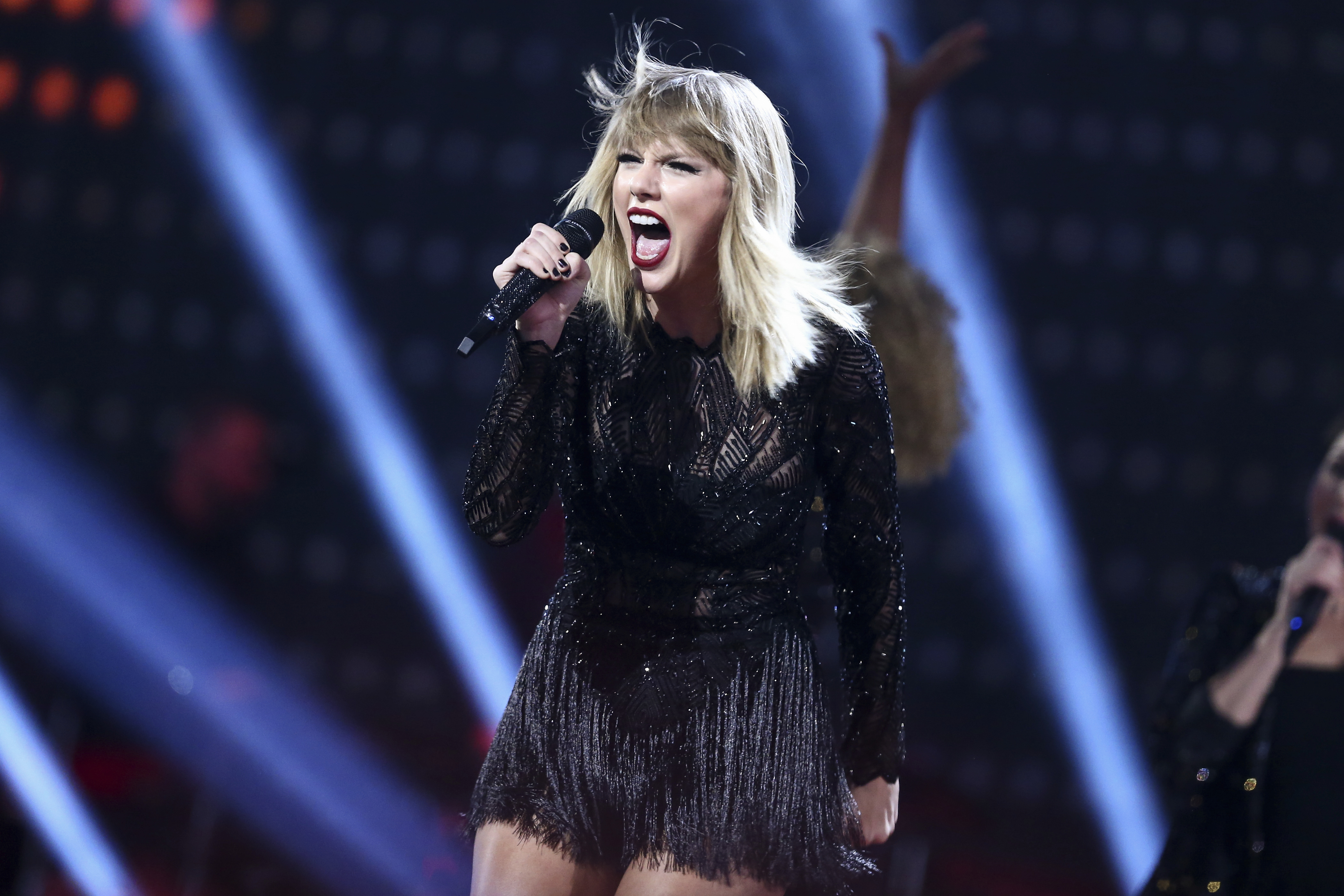 Taylor Swift Adds Second Gillette Stadium Date The Boston Globe