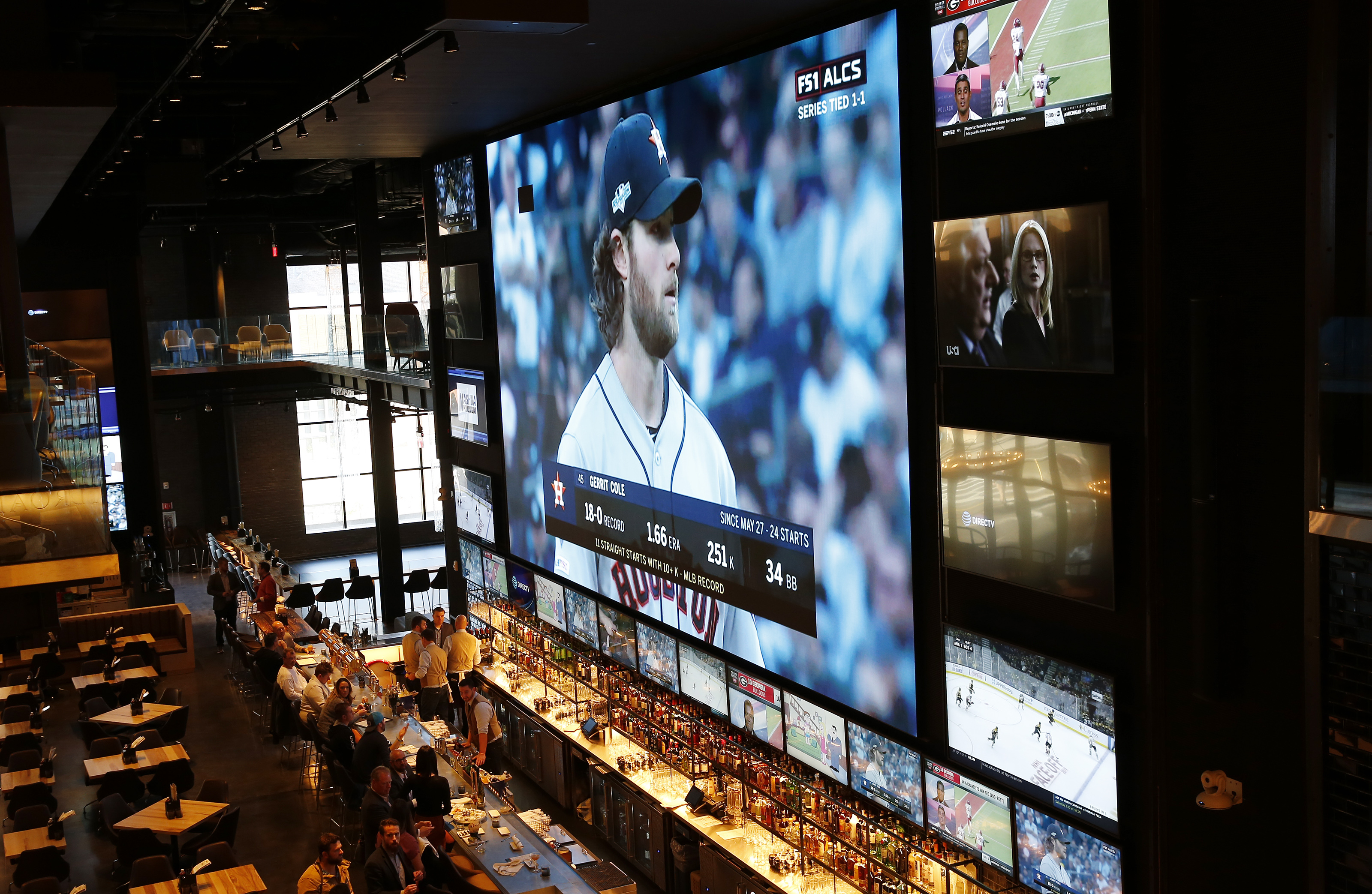 Banners Sports Bar At The Hub On Causeway Opens Today Here S A Look Inside The Boston Globe